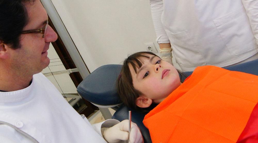 Revisión dental  infantil en Clinica Fuset